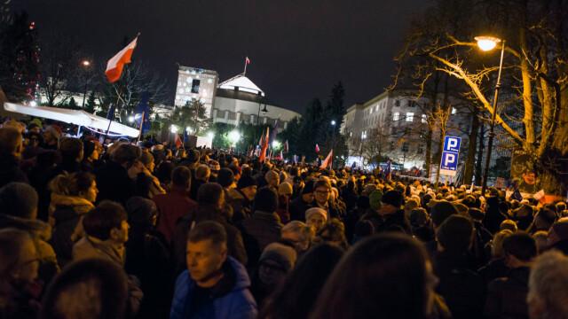 Proteste masive în Polonia. Mii de oameni, în stradă din cauza reformelor din justiție - Imaginea 3
