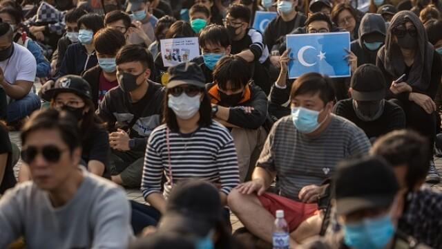 Violențe în Hong Kong, după o manifestaţie în sprijinul uigurilor din China - Imaginea 4