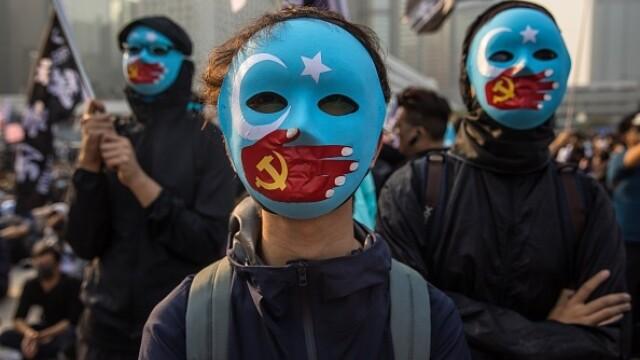 Violențe în Hong Kong, după o manifestaţie în sprijinul uigurilor din China - Imaginea 2