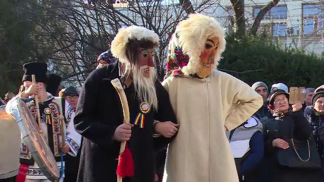 Festival de datini în Galați. Peste 300 de colindători îmbrăcați în costume populare