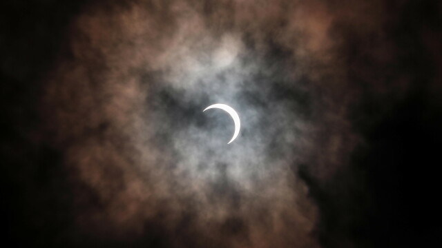 """""""Inel de foc"""" în jurul Lunii. O eclipsă de soare s-a produs în a 2-a zi de Crăciun. VIDEO - Imaginea 1"""