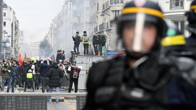 Protest violent în Paris. Vestele galbene s-au alăturat manifestanților. GALERIE FOTO - Imaginea 19