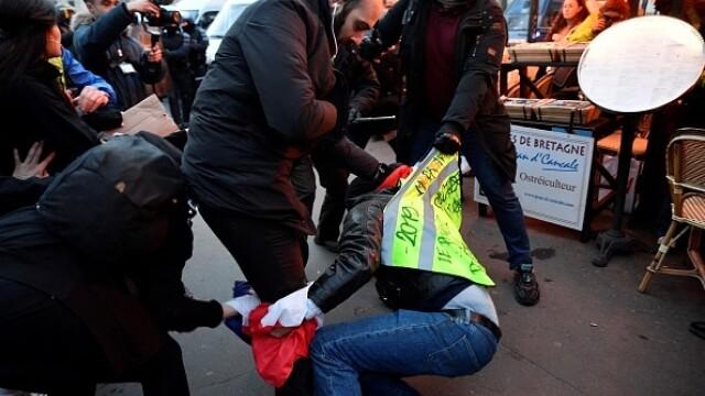 Protest violent în Paris. Vestele galbene s-au alăturat manifestanților. GALERIE FOTO - Imaginea 17