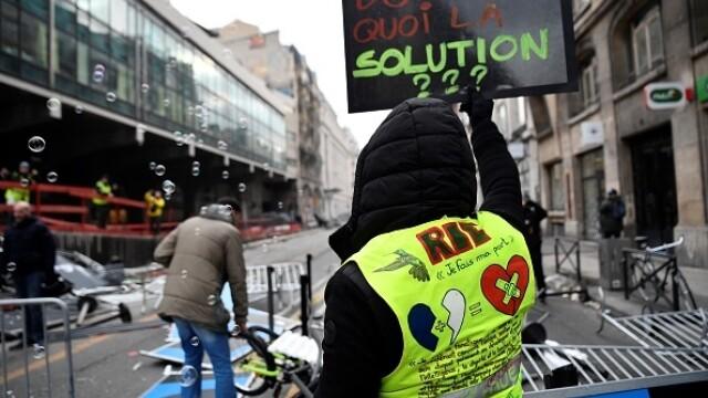 Protest violent în Paris. Vestele galbene s-au alăturat manifestanților. GALERIE FOTO - Imaginea 16