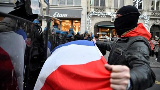 Protest violent în Paris. Vestele galbene s-au alăturat manifestanților. GALERIE FOTO - Imaginea 14