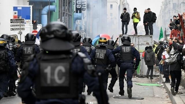 Protest violent în Paris. Vestele galbene s-au alăturat manifestanților. GALERIE FOTO - Imaginea 12
