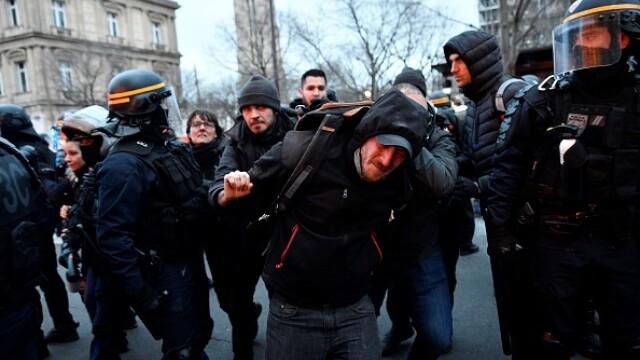 Protest violent în Paris. Vestele galbene s-au alăturat manifestanților. GALERIE FOTO - Imaginea 11