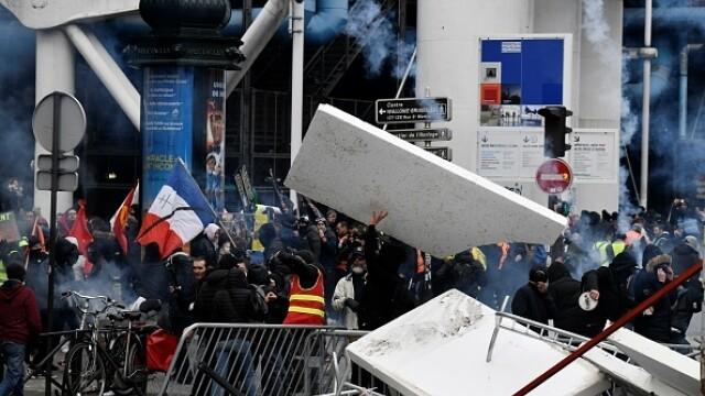 Protest violent în Paris. Vestele galbene s-au alăturat manifestanților. GALERIE FOTO - Imaginea 10