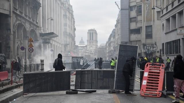 Protest violent în Paris. Vestele galbene s-au alăturat manifestanților. GALERIE FOTO - Imaginea 9