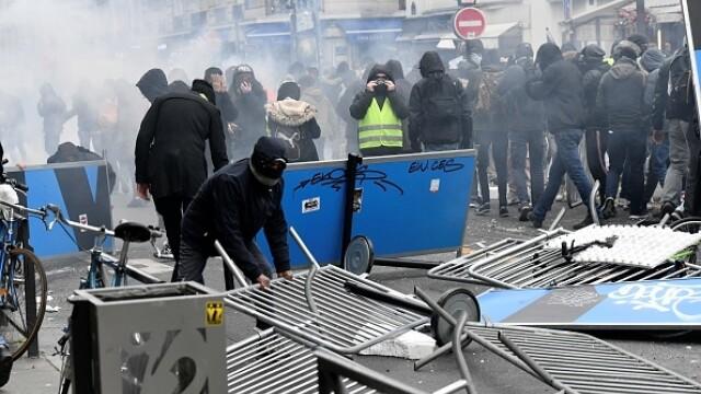 Protest violent în Paris. Vestele galbene s-au alăturat manifestanților. GALERIE FOTO - Imaginea 7