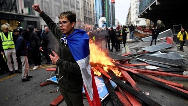 Protest violent în Paris. Vestele galbene s-au alăturat manifestanților. GALERIE FOTO - Imaginea 6