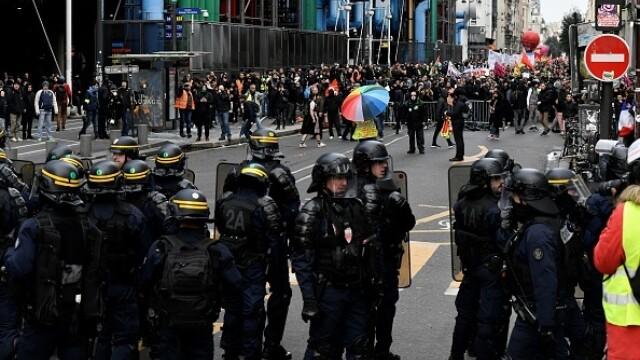 Protest violent în Paris. Vestele galbene s-au alăturat manifestanților. GALERIE FOTO - Imaginea 4
