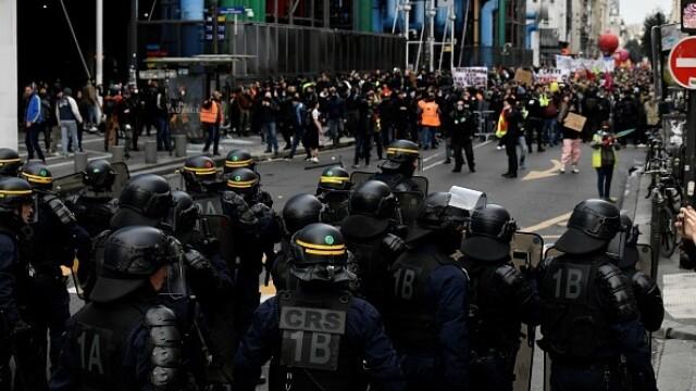 Protest violent în Paris. Vestele galbene s-au alăturat manifestanților. GALERIE FOTO - Imaginea 3