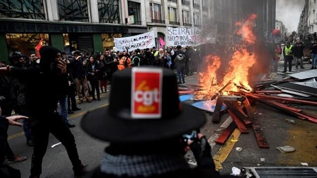 Protest violent în Paris. Vestele galbene s-au alăturat manifestanților. GALERIE FOTO - Imaginea 2