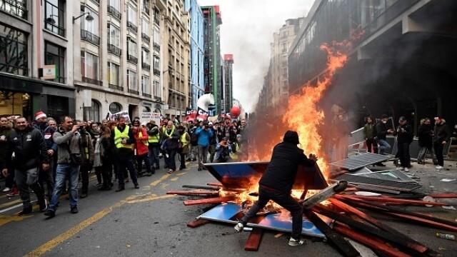 Protest violent în Paris. Vestele galbene s-au alăturat manifestanților. GALERIE FOTO - Imaginea 1