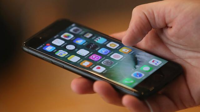 Europenii fac plângeri împotriva Apple pentru că încetineşte performanţele modelelor vechi de iPhone. Ce daune cer