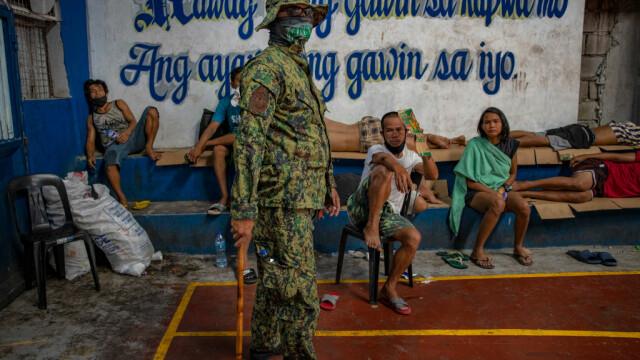 Poliţia din Filipine îi va lovi cu bastoanele pe cei care nu respectă distanțarea socială
