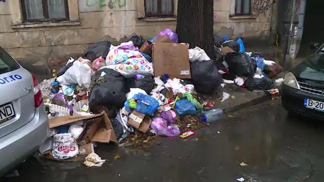 Acțiune de amploare în Sectorul 1 al Capitalei unde gunoaiele mustesc pe străzi de aproape trei săptămâni