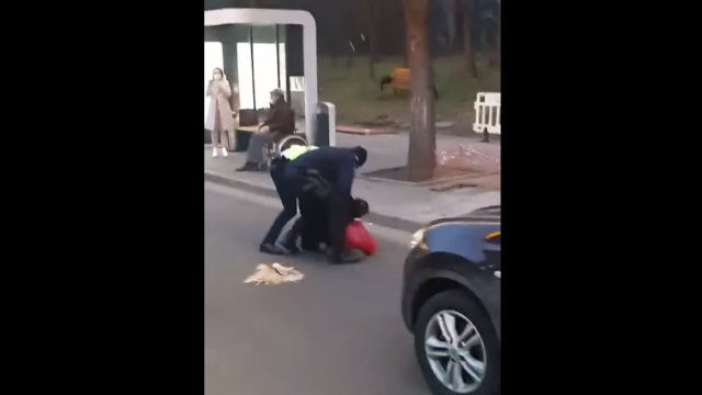 Poliția Română, reclamată pentru abuz și tortură de o femeie transgender. \