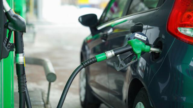 Benzina şi motorina se scumpesc de la 1 ianuarie. Cât vei plăti în plus la fiecare litru