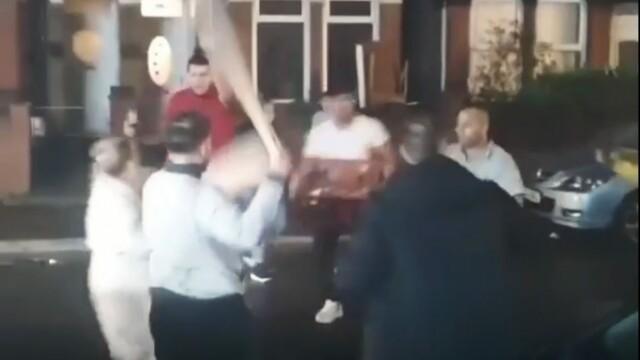 Bătaie între români cu săbii și bâte de baseball în Anglia