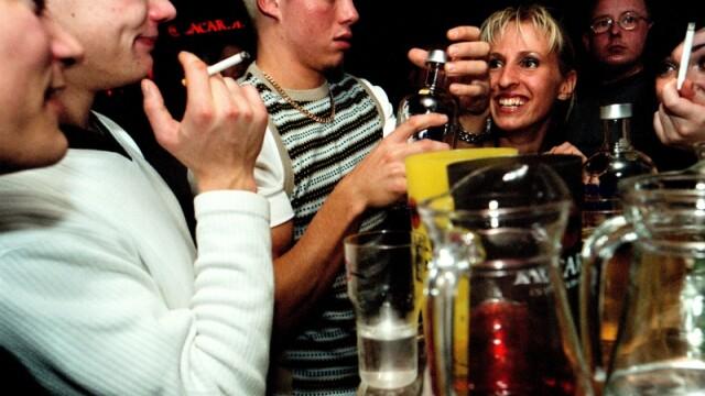 Adolescentii bulgari nu mai au voie sa iasa seara singuri din casa!