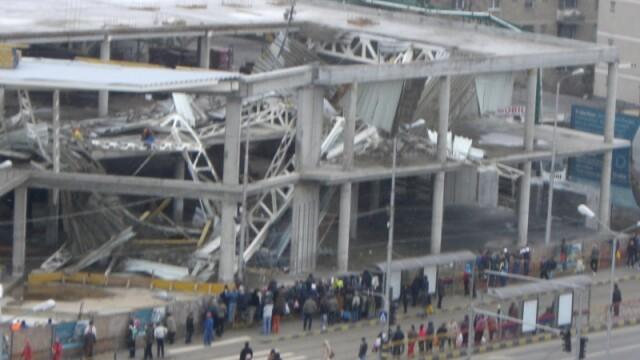 Plafon prabusit la un mall din Oradea, aflat in constructie! Un om a murit! - Imaginea 3