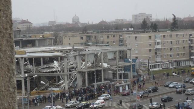 Plafon prabusit la un mall din Oradea, aflat in constructie! Un om a murit!