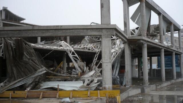 Plafon prabusit la un mall din Oradea, aflat in constructie! Un om a murit! - Imaginea 8