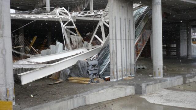 Plafon prabusit la un mall din Oradea, aflat in constructie! Un om a murit! - Imaginea 10