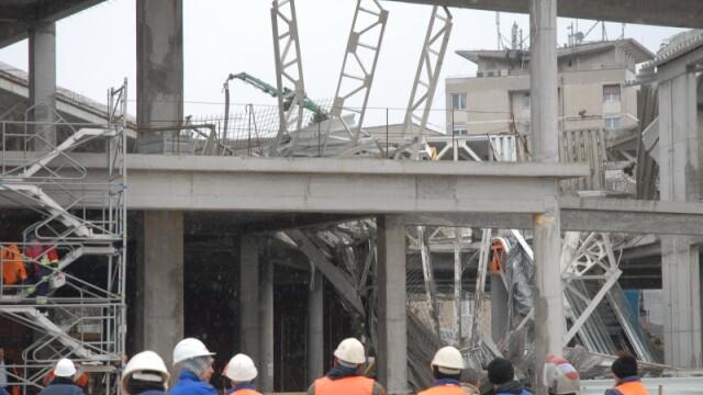 Plafon prabusit la un mall din Oradea, aflat in constructie! Un om a murit! - Imaginea 13