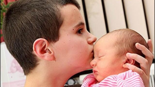 Copii cu copil... tatal are doar 13 ani, mama 15 - Imaginea 4