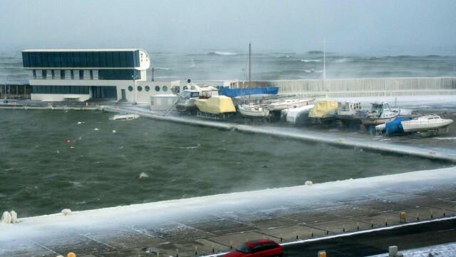 Avize de furtuna pentru navele aflate in porturile romanesti