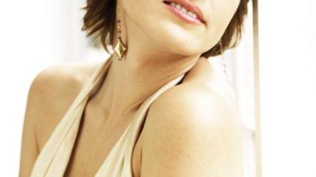 La 40 de ani degaja sexualitate prin toti porii!Cele mai HOT femei din lume - Imaginea 39
