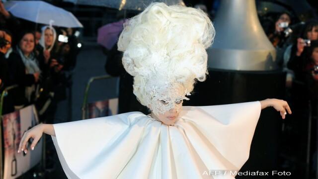 Lady GaGa, clovnul de la Brit Awards 2010! - Imaginea 1