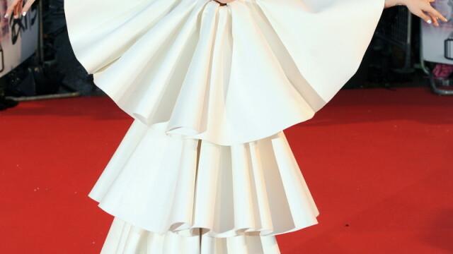 Lady GaGa, clovnul de la Brit Awards 2010! - Imaginea 2