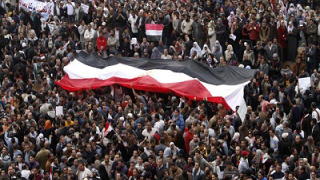 Egiptenii s-au batut cu egiptenii. Zi sangeroasa, din cauza lui Mubarak - Imaginea 6
