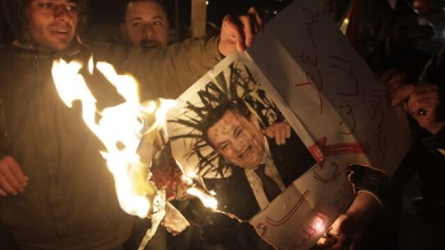 Egiptenii s-au batut cu egiptenii. Zi sangeroasa, din cauza lui Mubarak - Imaginea 7