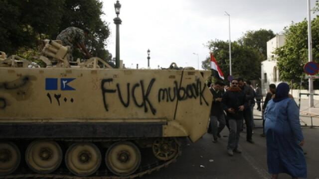 Egiptenii s-au batut cu egiptenii. Zi sangeroasa, din cauza lui Mubarak - Imaginea 8