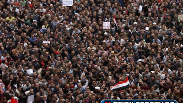 Egiptenii s-au batut cu egiptenii. Zi sangeroasa, din cauza lui Mubarak - Imaginea 1