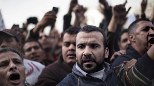 Egiptenii s-au batut cu egiptenii. Zi sangeroasa, din cauza lui Mubarak - Imaginea 3