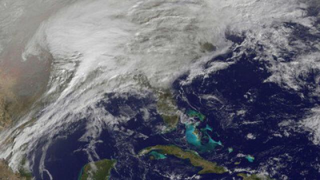 Cea mai puternica furtuna de zapada vazuta din spatiu. Imagini incredibile - Imaginea 1