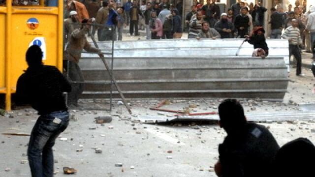 Egiptenii s-au batut cu egiptenii. Zi sangeroasa, din cauza lui Mubarak - Imaginea 21