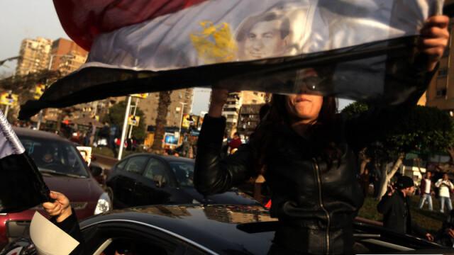 Egiptenii s-au batut cu egiptenii. Zi sangeroasa, din cauza lui Mubarak - Imaginea 13