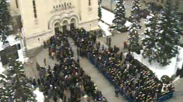 Mii de oameni au participat la inmormantarea IPS Bartolomeu Anania. Video - Imaginea 16