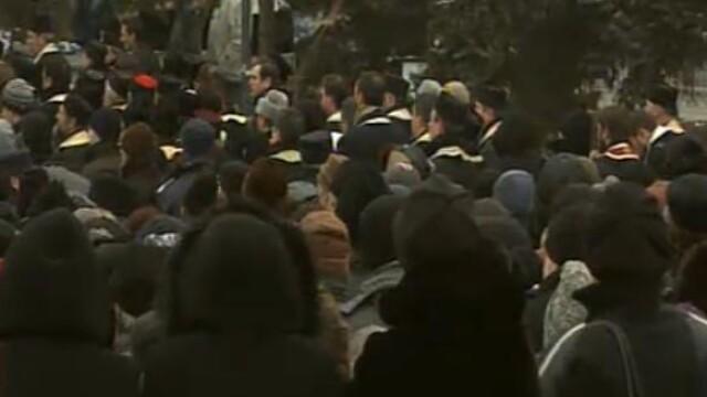 Mii de oameni au participat la inmormantarea IPS Bartolomeu Anania. Video - Imaginea 14
