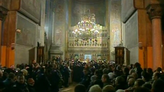 Mii de oameni au participat la inmormantarea IPS Bartolomeu Anania. Video - Imaginea 13