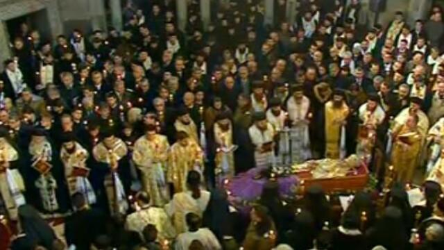 Mii de oameni au participat la inmormantarea IPS Bartolomeu Anania. Video - Imaginea 10