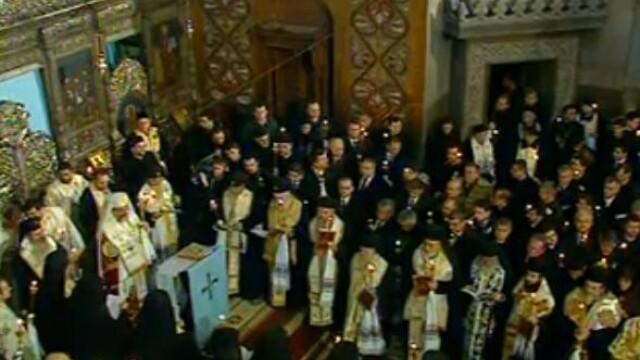 Mii de oameni au participat la inmormantarea IPS Bartolomeu Anania. Video - Imaginea 25
