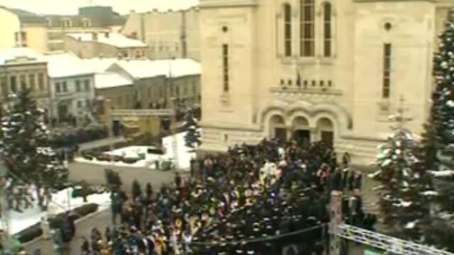 Mii de oameni au participat la inmormantarea IPS Bartolomeu Anania. Video - Imaginea 2